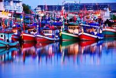 Красочные рыбацкие лодки стоковое фото rf