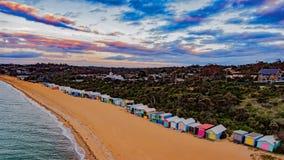 Красочные сараи на пляже на полуострове Mornington Стоковое Изображение RF