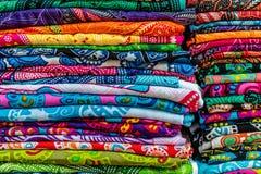 Красочные саронги на рынке, острове Бали, Индонезии Стоковое фото RF