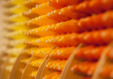 Красочные свечи в строках с тенями оранжевых и желтых цветов Стоковые Изображения