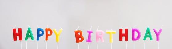 Красочные свечи с днем рождений на белой предпосылке Стоковые Изображения