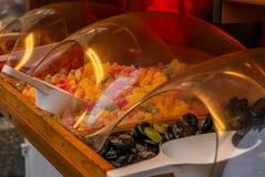 Красочные сладкие конфеты, солодка и шоколад на чехе Христос стоковое изображение