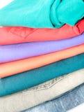 Красочные сложенные джинсы стоковое изображение