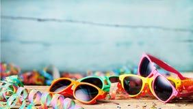 Красочные солнечные очки и ленты партии Стоковые Изображения RF
