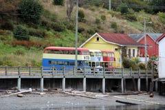 Красочные старые шины и здания двойной палуба предупреждают залива, ДО РОЖДЕСТВА ХРИСТОВА Стоковое Изображение RF
