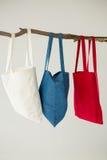 Красочные сумки вися на ветви дерева Стоковая Фотография