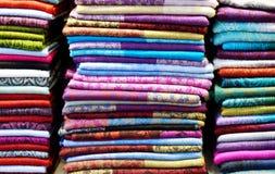 Красочные сложенные шарфы стоковое изображение rf