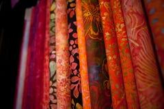 Красочные ткани для выстегивать и шить стоковая фотография