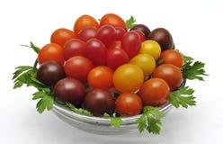 Красочные томаты вишни на деревянной предпосылке Стоковые Фотографии RF
