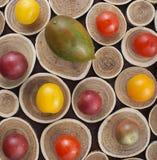 Красочные томаты вишни на древесине Стоковая Фотография RF