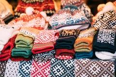 Красочные традиционные европейские теплые одежды - шляпы и Mitte крышек Стоковое Фото