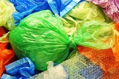 Красочные устранимые сумки полиэтиленового пакета и хлама сверху Стоковое Фото