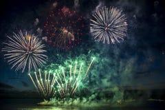 Красочные фейерверки на предпосылке неба сверх Стоковое фото RF