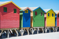 Красочные хаты пляжа на Muizenberg, Кейптауне Стоковое фото RF