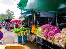 Красочные цветки на рынке цветка, культуре, сентябре стоковое изображение