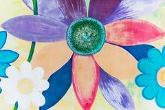 Красочные цветки покрашенные на стене стоковое фото