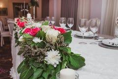 Красочные цветки таблицы свадьбы стоковые изображения rf