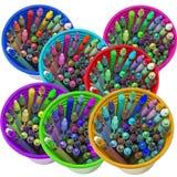 Красочные чашки с crayons Стоковые Фото