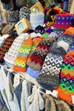 Красочные шерстяные mittens на рождественской ярмарке Риги Стоковая Фотография