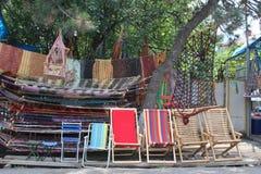 Красочные loungers солнца стоковое изображение rf