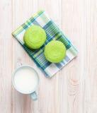 Красочные macarons и чашка молока Стоковое фото RF