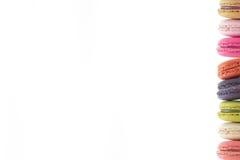Красочные macarons на белой предпосылке Macaron сладостны Стоковая Фотография