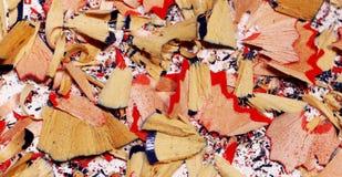 Красочные shavings карандаша на белой предпосылке стоковые фотографии rf