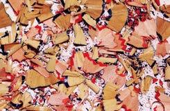 Красочные shavings карандаша на белой предпосылке стоковое изображение rf