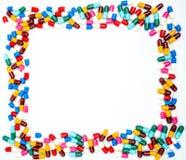 Красочный антибиотиков capsule пилюльки на белой предпосылке Стоковое фото RF