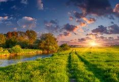 Красочный ландшафт весны на siver Стоковые Изображения