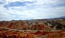 Красочный ландшафт Danxia, очень красивый пейзаж Стоковые Фотографии RF