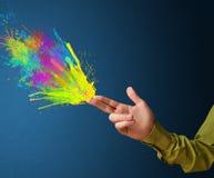 Красочный брызгает приходите из рук сформированных оружием Стоковая Фотография RF