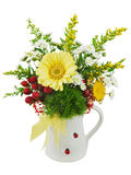 Красочный букет от gerberas в вазе изолированной на белом backgro Стоковое Изображение