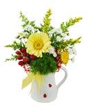 Красочный букет от gerberas в вазе изолированной на белом backgro Стоковые Изображения RF