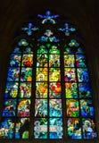 Красочный витраж художником Alphonse Mucha в St v стоковое фото