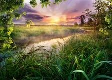 Красочный восход солнца на реке Стоковые Изображения