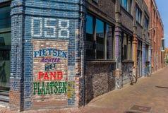 Красочный голландский текст на стене бара в Leeuwarden Стоковое Изображение RF