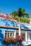 Красочный голубой дом стоковые изображения