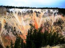 Красочный гранд-каньон Йеллоустона (Вайоминга, США) Стоковое Изображение