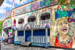 Красочный дом потехи на местной масленице стоковые фото