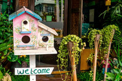 Красочный деревянный дом птицы Стоковые Изображения