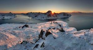 Красочный заход солнца над островами Lofoten, Норвегией стоковые фотографии rf