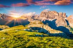 Красочный заход солнца лета на горной цепи Paternkofel Стоковая Фотография RF