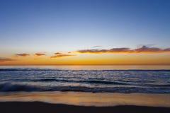 Красочный заход солнца на пляже 6 океана Стоковое Изображение