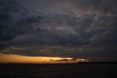 Красочный заход солнца на пляже Kaas в Дании Стоковые Изображения RF