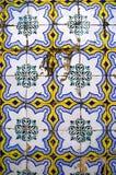 Красочный дизайн плитки стены Лиссабона, Португалии стоковое фото rf