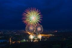 Красочный дисплей фейерверков на Chiangmai стоковое фото rf