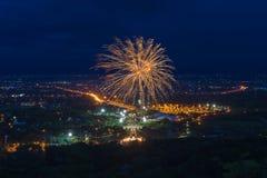 Красочный дисплей фейерверков на Chiangmai стоковое изображение rf