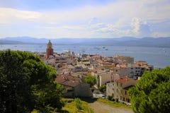 Красочный исторический старый городок St Tropez, популярный курорт на Средиземном море, Провансали, Франции стоковое изображение rf