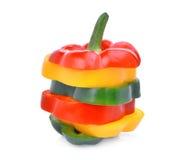 Красочный кусок сладостных изолированных болгарского перца или capsicum Стоковое Изображение RF